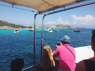 Turisti in gita in barca