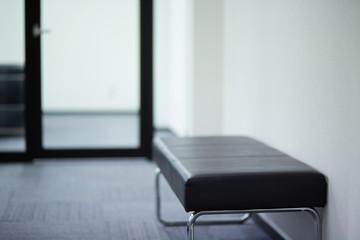 廊下のベンチ