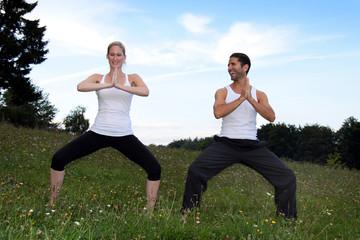 Paar beim Yoga