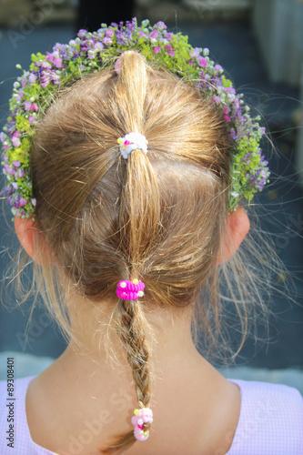 Festliche Frisur Mit Blumenkranz Stockfotos Und Lizenzfreie Bilder