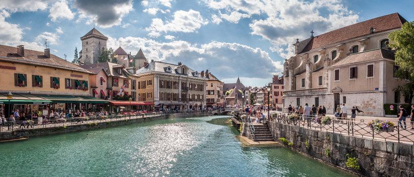 Vieille ville d'Annecy et canal du Thiou