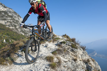 mountainbiker overbalance