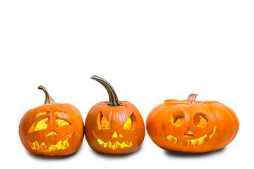 Halloween Kürbisse mit Gesichtern und Feuer