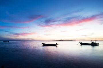 沖縄の夕景・伊江島を望む