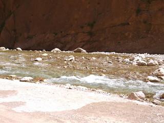 Река в ущелье