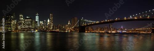 new york manhattan mit brooklyn bridge panorama bei nacht zdj stockowych i obraz w royalty. Black Bedroom Furniture Sets. Home Design Ideas