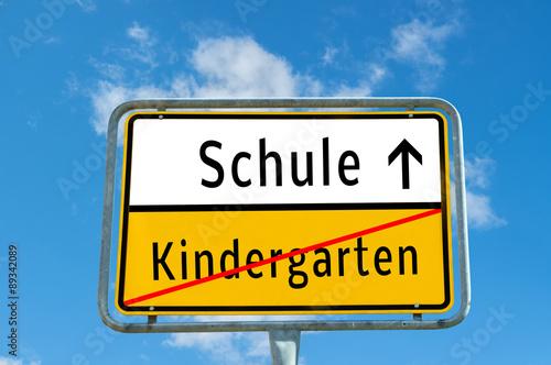 eb5ef6352d580 Ortsschild Schule Kindergarten