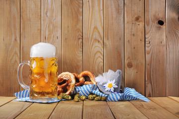 Bayerische Laugenbrezen mit Bier