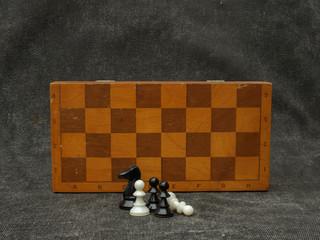 Шахматные фигуры и шахматная доска
