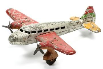 altes Blechflugzeug isoliert auf weißem Hintergrund