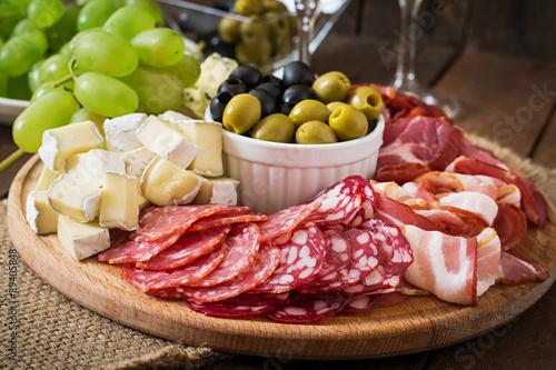 мясо, колбаса, оливки, сыр бесплатно