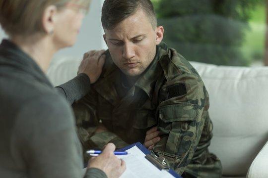 Psychiatrist and despair military man