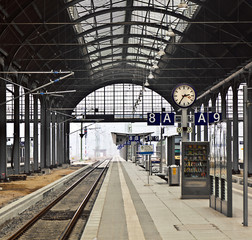 Deurstickers Treinstation railway station with watch in Wiesbaden