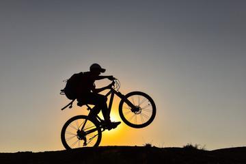 genç bisikletçi ve çılgınlık evresi