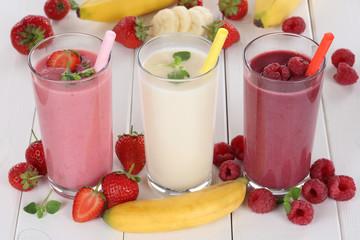 Smoothie Saft mit Früchte Fruchtsaft wie Erdbeeren, Himbeeren,