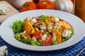 Grilled fruit with blue cheese and salad