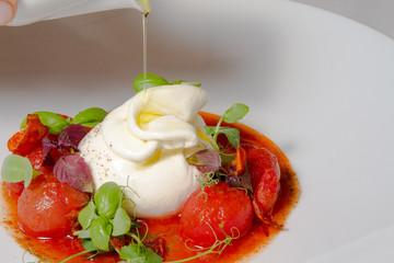 Burrata e pomodoro  - Burrata mit Tomaten und Basilikum