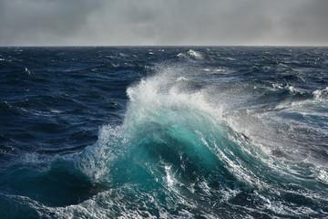 Autocollant pour porte Eau sea wave in the atlantic ocean during storm