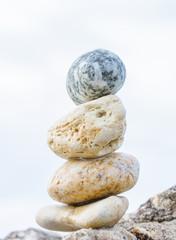 Colonna di pietre di mare