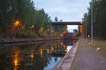 Шлюз на Сайменском канале белой ночью. Финляндия