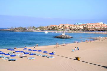 Przepiękna plaża De Las Vistas w Los Cristianos na Teneryfie