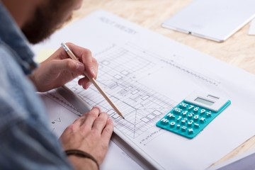 Architect estimating project cost
