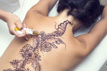 mehendi drawing process in a beauty salon