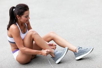 Frau bereitet sich auf Sport vor