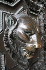Tête de lion en bronze - Porte de la basilique Notre-Dame de Fourvière