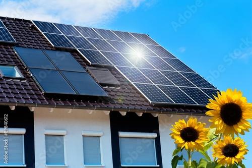 dach mit solarzellen stockfotos und lizenzfreie bilder. Black Bedroom Furniture Sets. Home Design Ideas