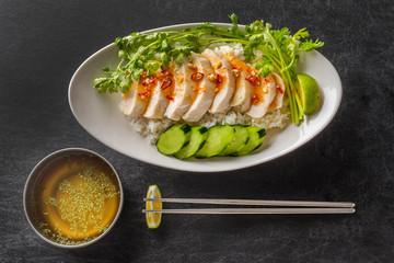 シンガポール・マレーシア・タイ風チキンライス Hainanese chicken rice