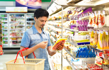 man in a supermarket buying sliced bacon