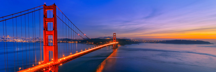 Spoed Fotobehang Donkerblauw Golden Gate Bridge, San Francisco California