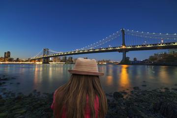 girl in front of the Manhattan bridge