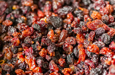 Red and black raisins closeup