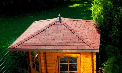 Bilder und videos suchen dach decken - Gartenhaus dach decken ...