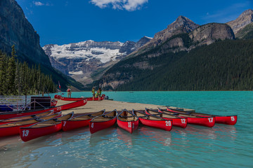 Foto op Canvas Canada Canoes on Lake Louise