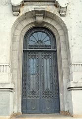 Door in 1930s neo-Romanian style, Bucharest