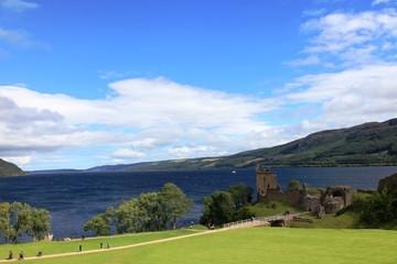 Panorama sul castello di Urquhart, sul lago Loch Ness