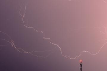 ein Gewitter in einer schwülen Sommernacht