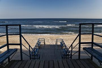 Wybrzeże Bałtyku z zejściem na plaże