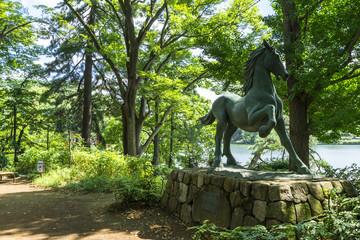 洗足池公園の名馬池月の像