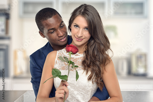 Susses Paar Mit Einer Rose Am Valentinstag Stock Photo And Royalty