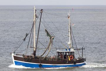 Krabbenkutter auf der Elbe bei Cuxhaven