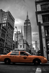 Tuinposter New York TAXI New York City street in the Evening