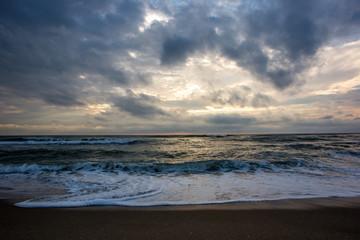 Wolken und Sonnenaufgang am Schwarzen Meer