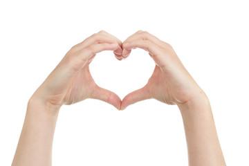 femme formant un coeur avec ses mains