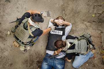 Terrorists with weapon captured journalist