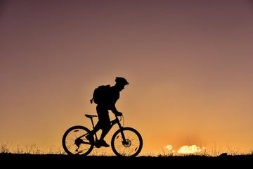 bisikletle hedefe ulaşmaya çalışmak