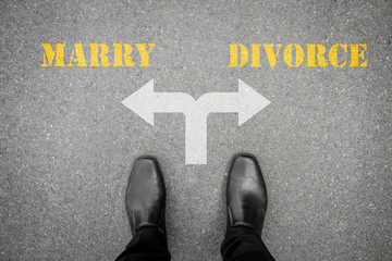 Black shoes at the crossroad - marry or divorce